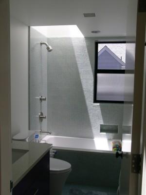 Окно в ванной комнате 6