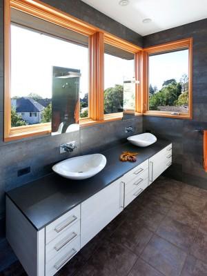 Окно в ванной комнате 8