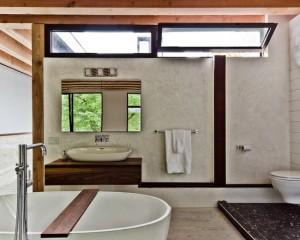 Окно в ванной комнате 9