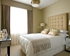 Золотые декоративные подушки