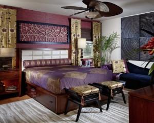 Золотой декор в спальне лилового цвета 2