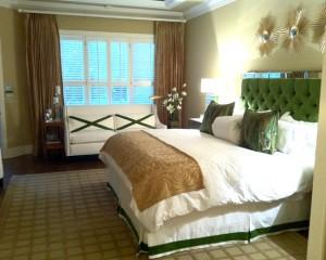 Позолоченные настенные украшения в спальне