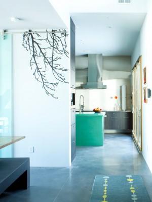Декорирование кухни виниловой наклейкой в виде веток деревьев