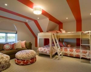 Красно белые полоски переходящие со стен на потолок