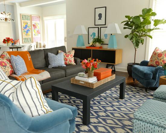Серо-голубая гостиная с зелёным оттенком