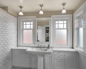 Окно в ванной комнате 10