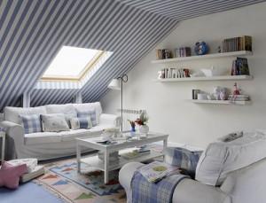 Полосатый потолок на чердаке