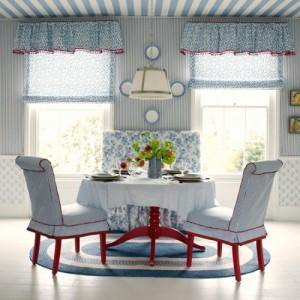 Бело-голубые полоски в столовой
