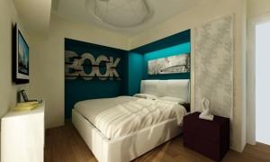 Маленькая спальня с креативными полками под книги