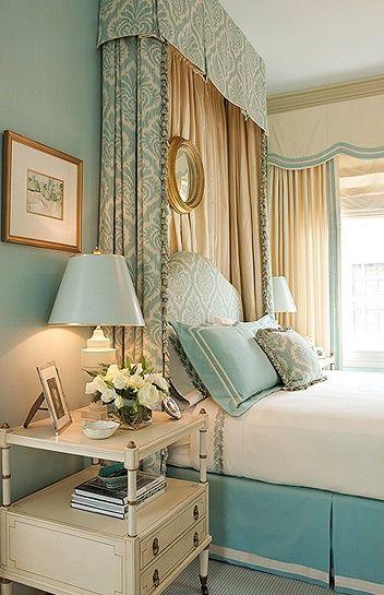 Стиль барокко в интерьере золотой спальни
