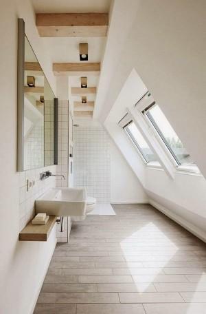 Окно в ванной комнате 47