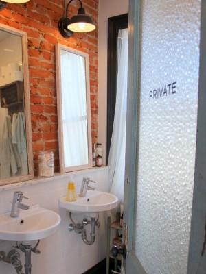 Кирпичная кладка в скромной ванне