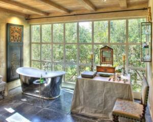 Окно в ванной комнате 12