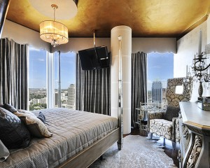 Спальня с золотым потолком в стиле Арт-деко