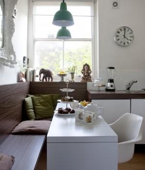 Стильный и в тоже время простой угловой диван для декора вашей кухни