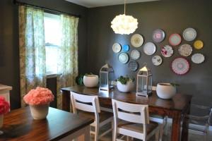 Декор кухни своими руками та составляя композицию из разноцветных тарелок