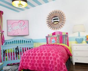Полосатый потолок в детской комнате для девочки