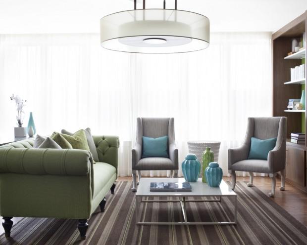 Серо-зелёная мебель в гостиной
