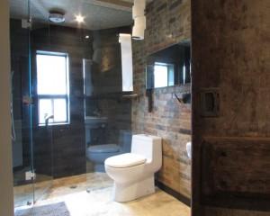 Кирпичная стена в ванне фото