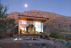 Классическая Американская архитектура с стеклянным фасадом