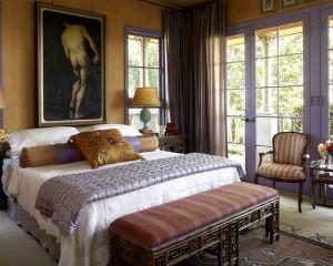 Декор золотого цвета в спальной комнате