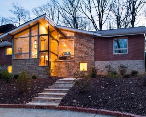 Смесь классической архитектуры с модерном и современными стеклянными фасадами