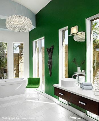 Роскошная ванная комната в стили модерн оформленная в зеленых тонах