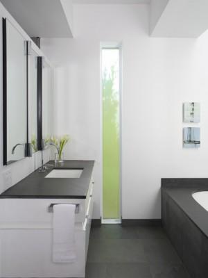 Окно в ванной комнате 16