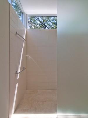 Окно в ванной комнате 18