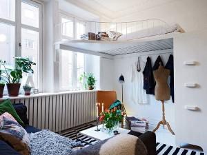 Подвесная кровать для экономии пространства
