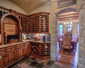 Винные стеллажи на кухне