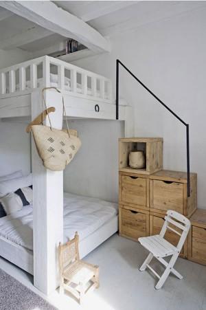 Необычная 4 местная двух этажная кровать