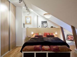 Маленькая комната на мансардном этаже
