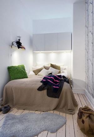 Небольшая спальня в белых тонах