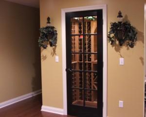 Традиционное хранение вина в небольшом шкафу