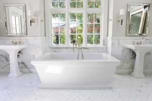 Роскошная белая ванная