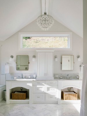 Окно в ванной комнате 22