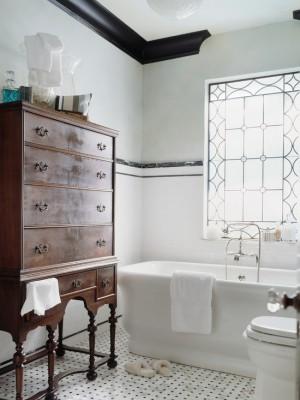 Окно в ванной комнате 23