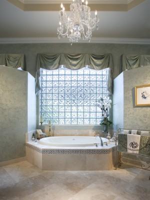 Окно в ванной комнате 24