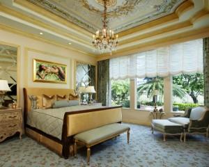 Интерьер с большим количеством золота в стиле барокко