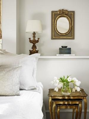 Декор спальни с элементами золотого покрытия