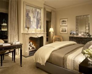 Смесь минимализма и барокко в спальной комнате