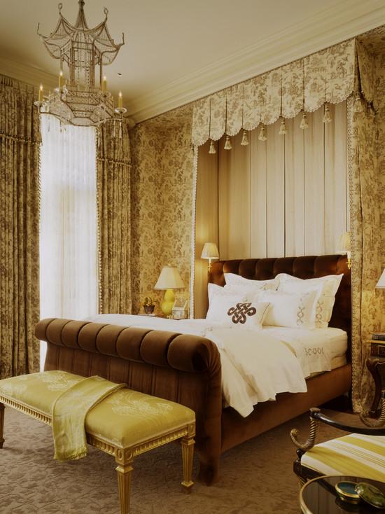 Классический египетский стиль спальни в золотом цвете