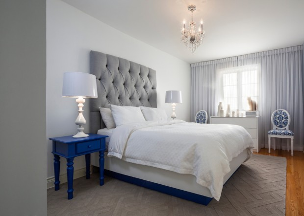 Серо-голубая спальняс фиолетовым оттенком