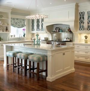 Декор кухни табуретками, которые не съедают объём комнаты громоздкими спинками