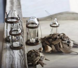 Переносные фонарики из винных бутылок на свечах