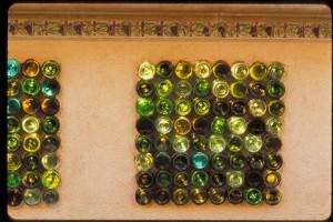 Винные бутылки как строительный материал пропускающий свет