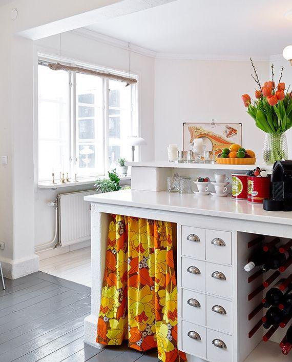 Кухонные шкафы с шторками вместо дверей