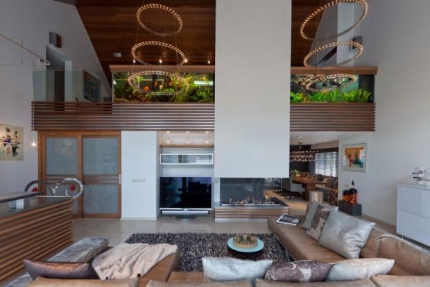 Дом с аквариумом