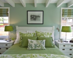 Зеленый декор в интерьере спальни